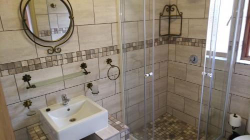 Guestfarm Room 5 Bathroom