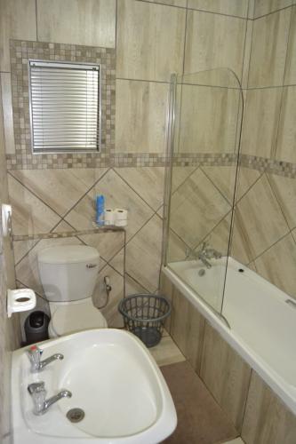 Guesthouse Room 8 Bathroom