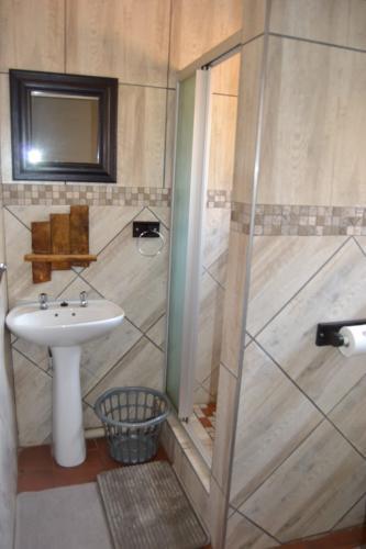 Guesthouse Room 9 Bathroom